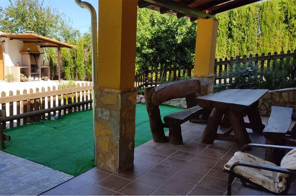 Porche y Jardín en Alojamiento rural Casa Fuente del Prado